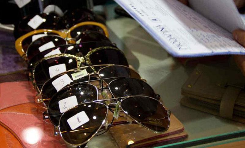 """b8a0ed010b Alertan por riesgos de anteojos de sol """"truchos"""" y buscan que sean  regulados por ANMAT. """""""